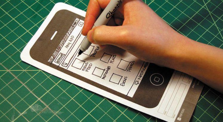 individu dessine croquis application
