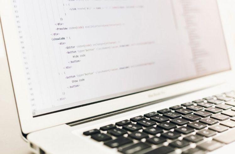 gros plan ecran de coding