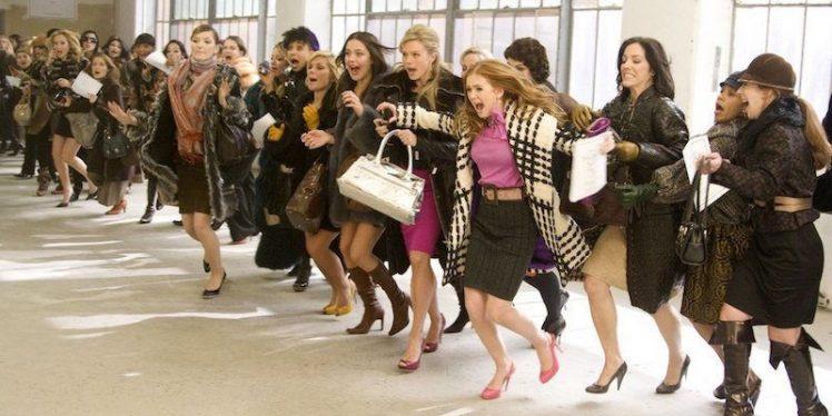 groupe de femmes shopping black friday