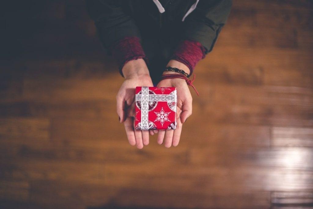 presentation petit cadeau emballage rouge