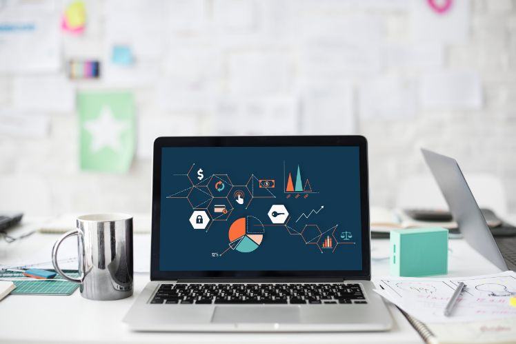 desktop on a desk- web design sur mesure