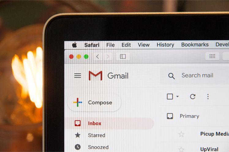 interface gmail sur ecran ordinateur