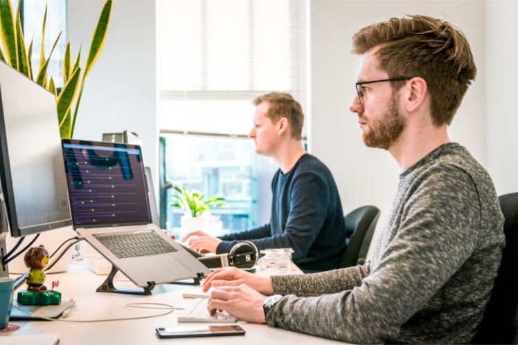 equipe de programmeurs - developper application mobile multiplateforme