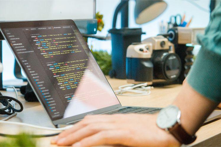 ordinateur - developpeur web a distance