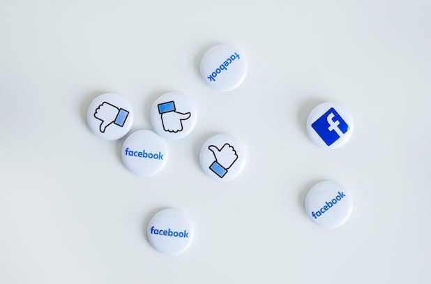 boutons blancs facebook