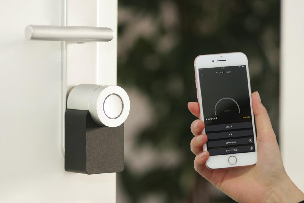 domotique dans une smart home et smartphone