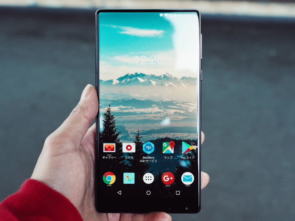 gros plan smartphone android ecran accueil