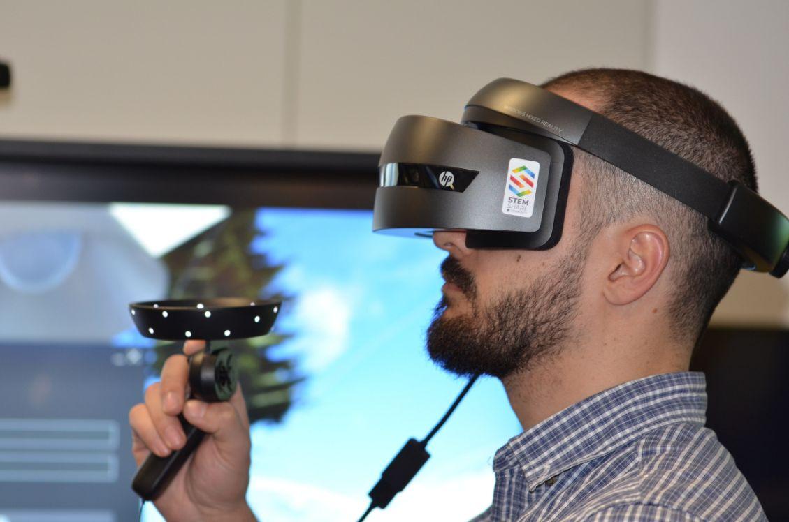 hommes avec casque de realite augmentee