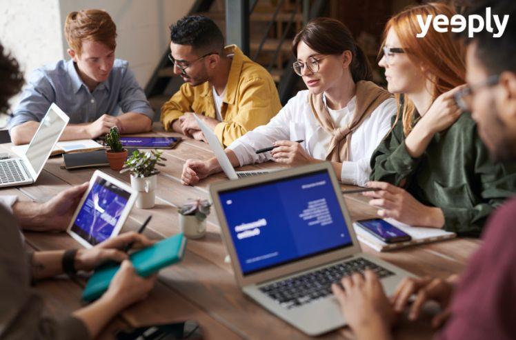 digitalisation des entreprises : réunion au sein d'une compagnie mettant en oeuvre la digitalisation des entreprises
