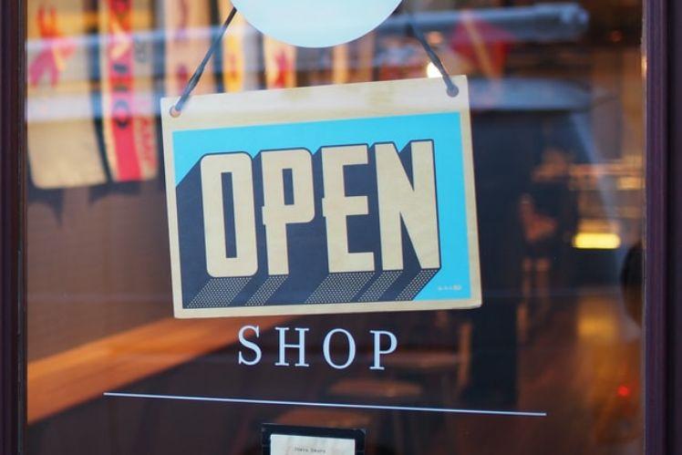 enseigne boutique ouverte en anglais open shop